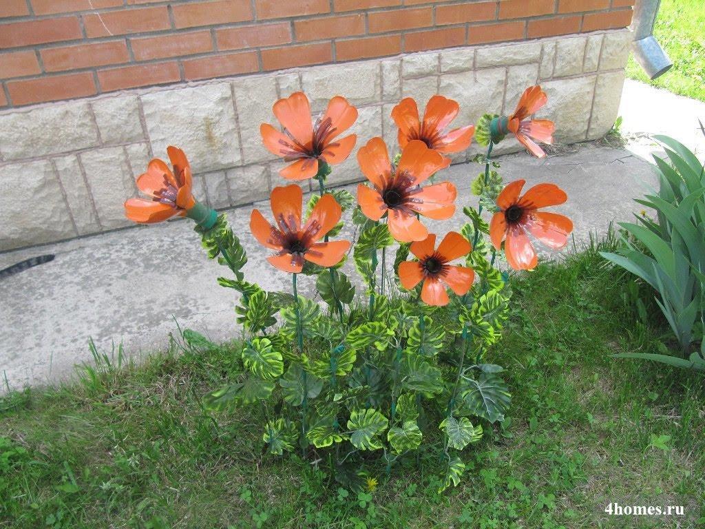 Цветы из пластиковых бутылок в сад