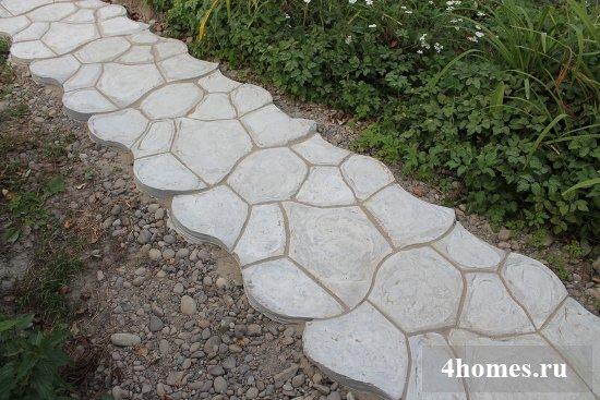 Садовая бетонная дорожка