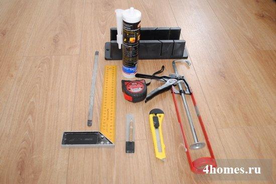 инструменты для клейки потолочного плинтуса