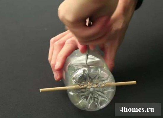 Как из пластиковой бутылки сделать кормушку для птиц