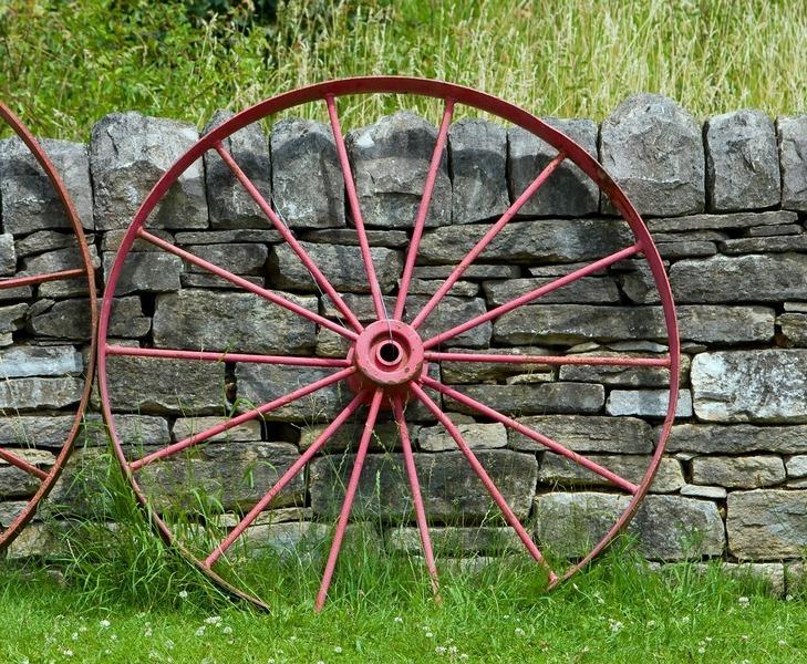 камни и колесо